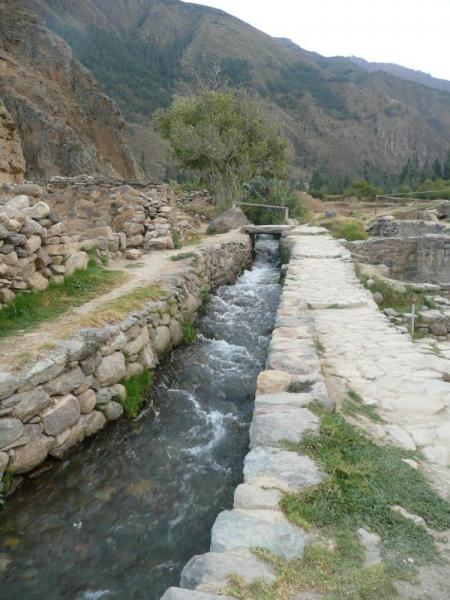 Creek through Ollantaytambo