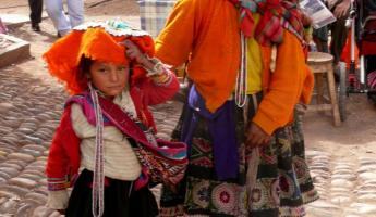 woman and daughter in typical dress in Pisac