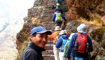 Ayul, leading the way to Pisac ruins