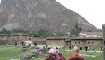 Ollantaytambo ruins on the side of the mountain