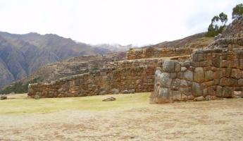 Travel in the Inca valley, there are remains everywhere.