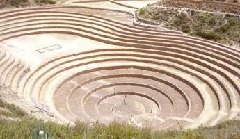 The Moray archeological site, we hear music and watch.