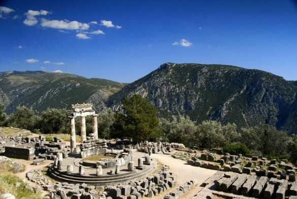 Visit ancient Delphi on Itea