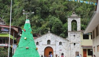 Christmas tree in Steps of Aguas Calientes