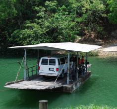 Human-powered ferry across the Rio Macal to the Xunantunich ruins