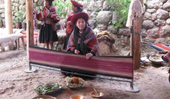 Weaver demo in Chinchero