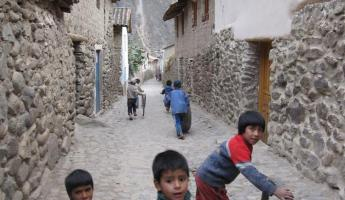 Ollantaytambo children at play