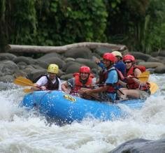 Rafting in Sarapaqui River