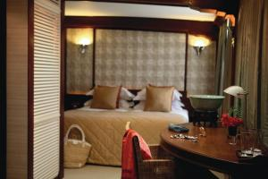 Elegant and comfortable cabins