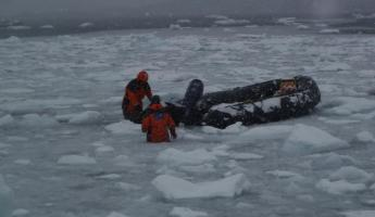 Freeing the zodiac from the ice - our fearless crew!