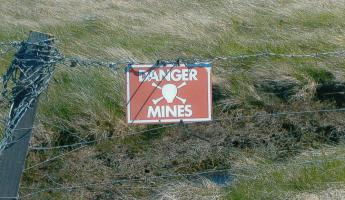 """Mine\"" sign near Goose Green - watch  where you step!"