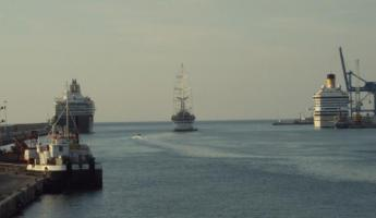 Wind Star pulling out to sea