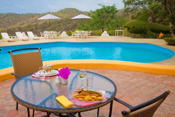 Enjoy the view while you have a snack by the pool at Mantaraya