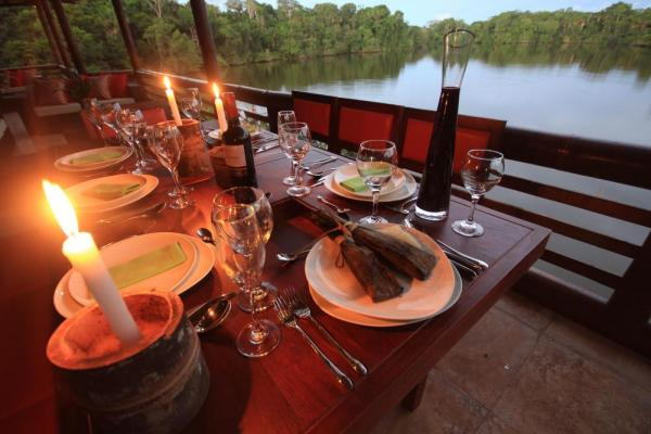Enjoy locally sourced meals combined with stunning views of the lake at Selva Lodge