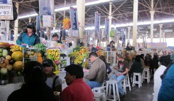 Cusco Market: Place to get your morning juice!