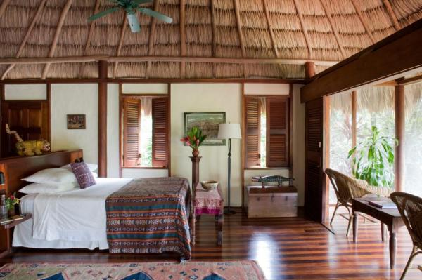 20 spacious villas or cozy cabanas are available to guests of the lodge