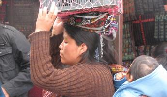 woman and chid in Solola  market