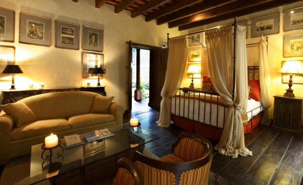 Cozy double room at Posada del Angel