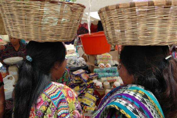 How do they balance those? At Comalapa Market in Guatemala
