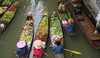 Talaat Naam -- Thailand's floating markets