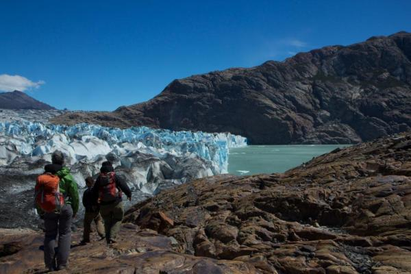 Hiking to Perito moreno