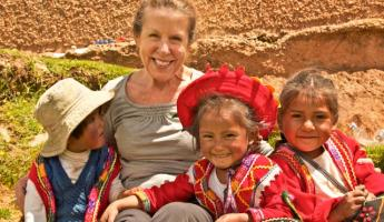 Teresa with Peruvian children