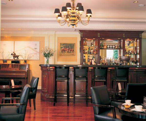 Enjoy good conversation in Hotel Sofitel's Arroyo Cafe