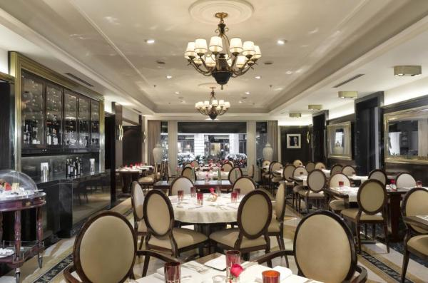 Enjoy your meals in Hotel Sofitel's Le Sud Bistro