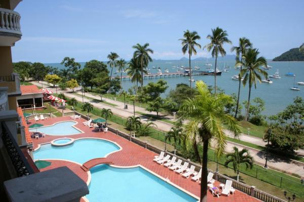 View the Panama Canal from your balcony at Panama City's Country Inn and Suites