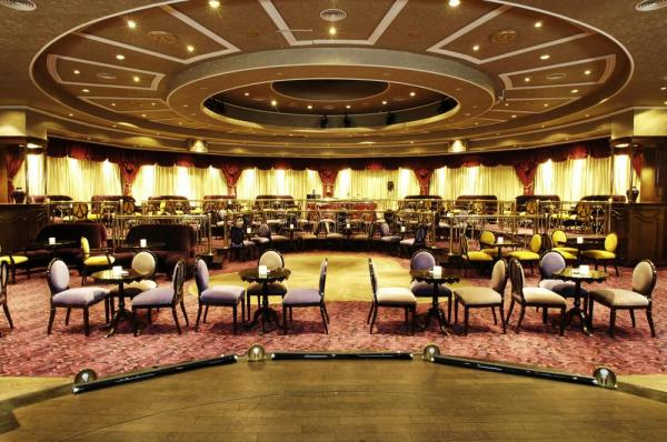 Iguazu Grand's casino and cafe are modern and luxurious