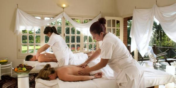 Treat yourself to a massage in Iguazu Grand's Spa suite