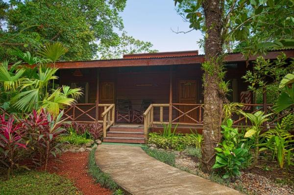 Cozy up in luxurious Pachira Lodge
