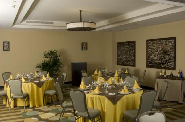 The dining room at Hilton Garden Inn