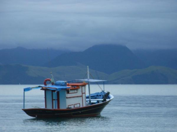 A boat in the waters around Ilha Grande