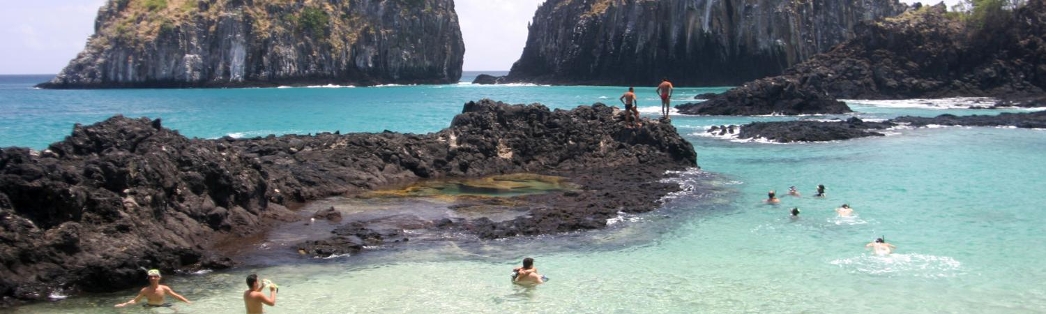 Relax in the waters of Fernando de Noronha