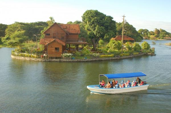 Boat tour through Granada's islets