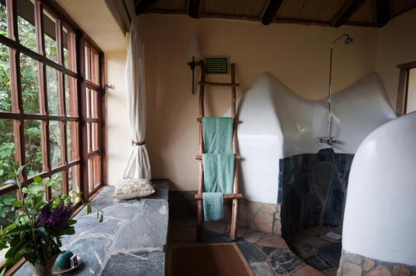 Virunga Lodge Bathroom