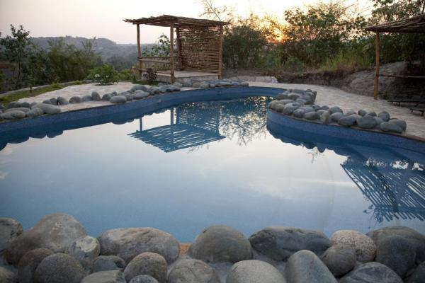 Kyambura Gorge Lodge Pool