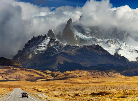 Driving towards the Fitz Roy Range