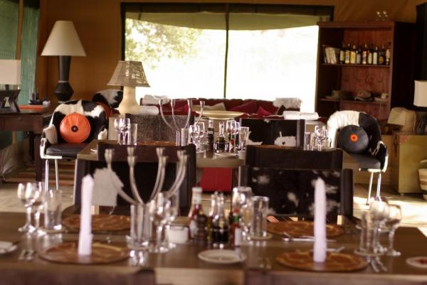 Lemala Elewanja Camp's dining and lounge area.