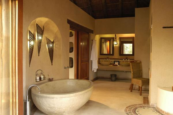 A fun and luxurious bathroom at the Simbambili Lodge