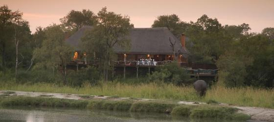 Simbambili Lodge nestled in the trees.