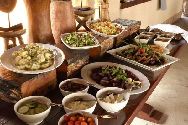 The delicious buffett a the Simbambili Lodge