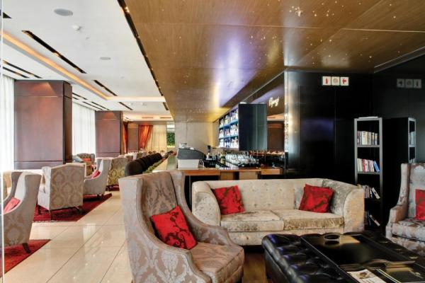 Pepper Club Luxury Hotel and Spa's uniquely designed Paparazzi Bar.