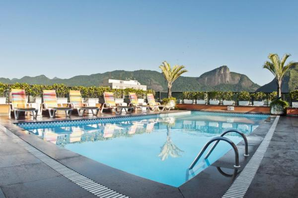 The stunning rooftop pool at Ipanema Plaza