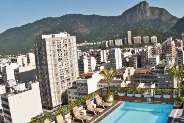 Relax on the rooftop pool of Ipanema Plaza