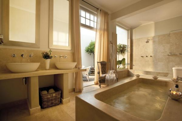 Cape Cadogan luxurious bathroom