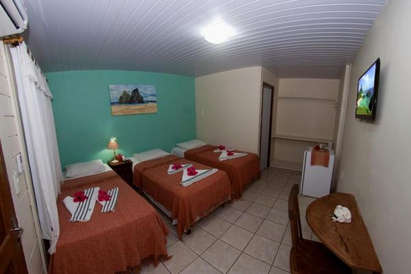 A comfortable triple suite at Pousada Lenda das Aguas