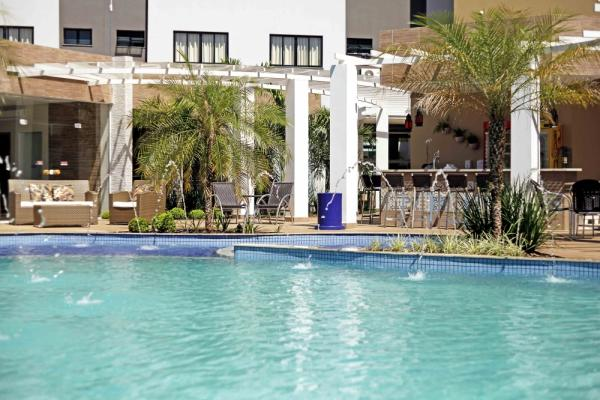 The pool of Nadai Confort Hotel