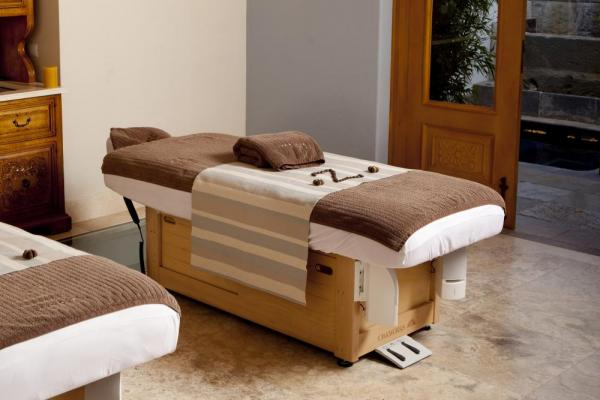 Enjoy a massage in the spa at Palacio Nazarenas